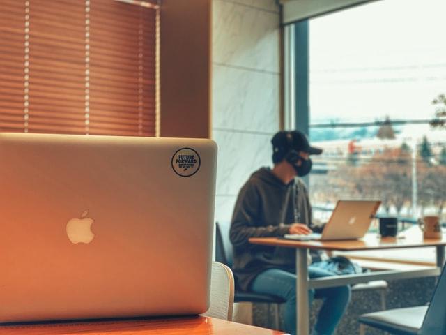 プログラミングをオンラインで学ぶ