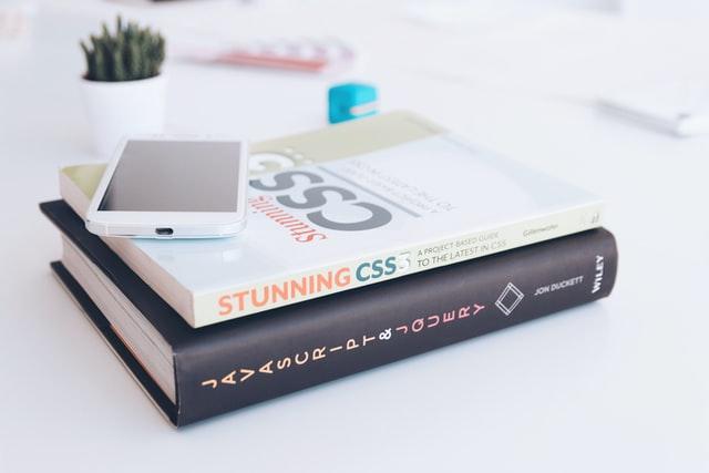 初心者向けにプログラミング学習の始め方を解説しています。何から始めればいいのか、どうすれば学習効率が上がるのか、わからない方は、ぜひ本記事を参考にしてください。